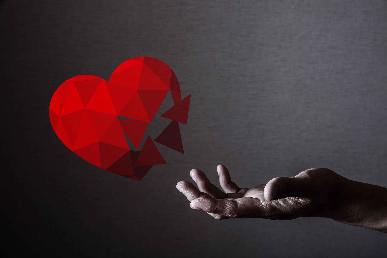 失恋から立ち直れない5つの理由とは?傷を癒す方法についても解説