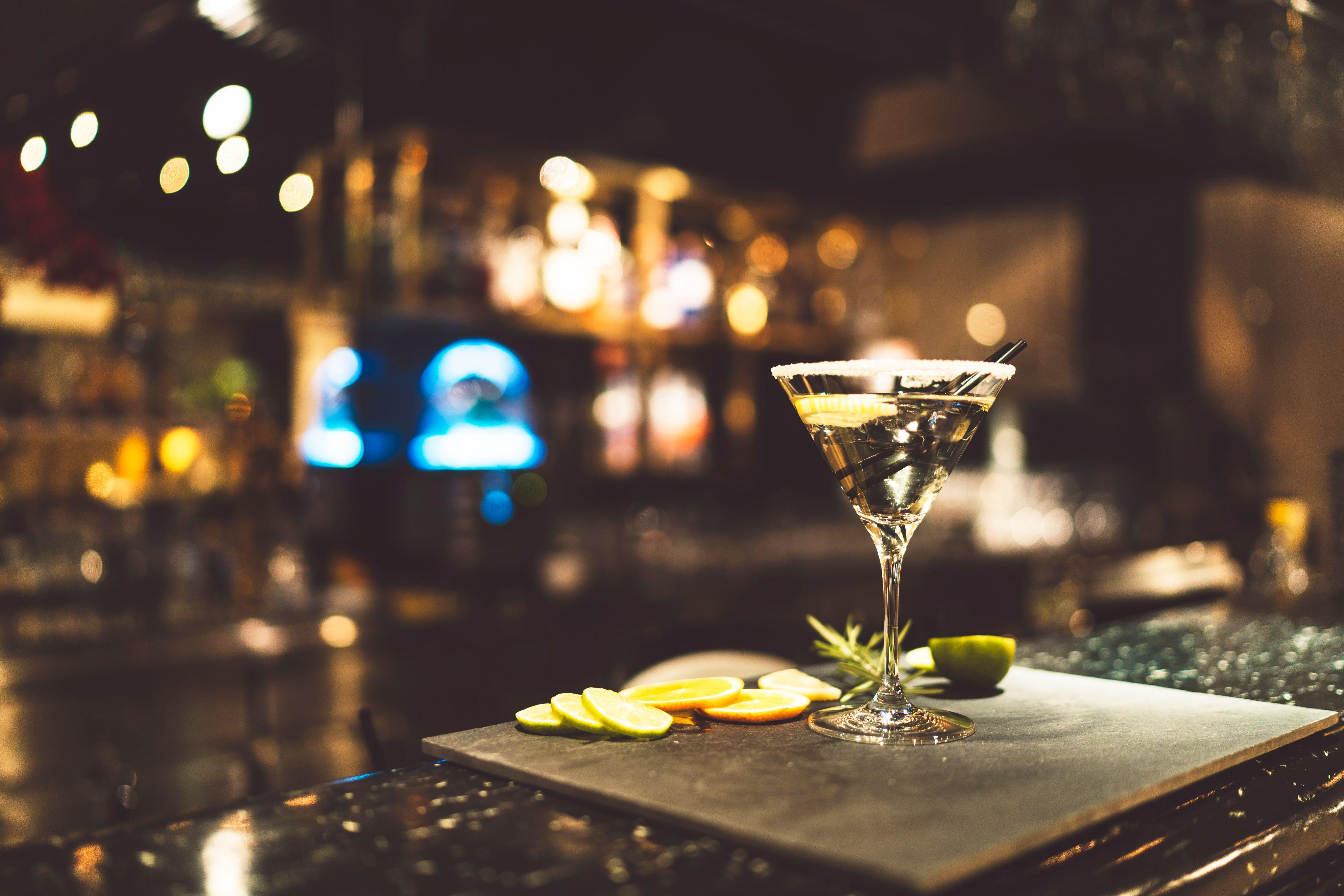 バーで出会いの機会を作るには?振る舞い方やバーの選び方を紹介!